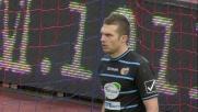 Paulinho dal dischetto spiazza Frison e riporta in vantaggio il Livorno