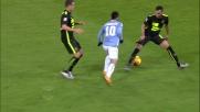 Percussione di Felipe Anderson con tunnel contro il Verona