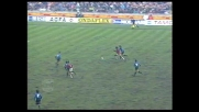 Percussione di Rijkaard contro l'Inter, ma il suo tiro finisce alto