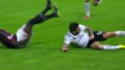 Pinilla falcia Niang con un brutto tackle a San Siro