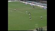 Pirlo calcia fuori dopo un'azione super contro l'Udinese