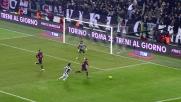 Allo Juventus Stadium Frey si allunga e respinge il tiro di Lichsteiner
