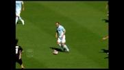 Mutarelli nasconde la palla a Migliaccio, numero in Lazio-Palermo