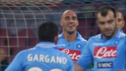 Raddoppio del Napoli sul Cagliari. Il goal è di Cannavaro