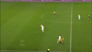 Masiello rimonta Toni in velocità e gli soffia il pallone a pochi passi dalla rete