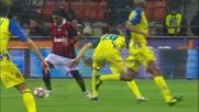 Ronaldinho colpisce il palo con un gran tiro a giro