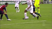 Ronaldinho danza sul pallone contro il Cagliari