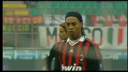 Ronaldinho implacabile dal dischetto: Milan in vantaggio