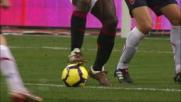 Ronaldinho prova a chiudere il triangolo con Pato con un meraviglioso colpo di tacco