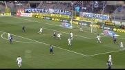 Rubinho non può nulla su Padoin che realizza il goal del vantaggio in Atalanta-Livorno