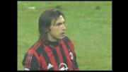 Una prodezza di Pirlo su punizione porta in vantaggio il Milan a San Siro