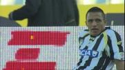 Sanchez va via in area di rigore a Marchese che lo sgambetta: penalty per l'Udinese