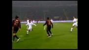 Seedorf colpisce l'incrocio dei pali a San Siro contro la Roma con un tiro dei suoi