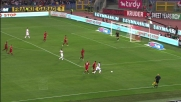 Seedorf immenso, nasconde il pallone a Riise e scappa a Taddei