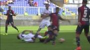 Simeone cerca la scivolata su Costa, ma commette un fallo evidente contro l'Empoli