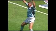 Simeone mette in rete dopo la respinta della traversa, goal della Lazio
