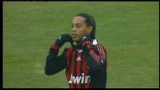 Stop e rovesciata in mezzo all'area: è super Ronaldinho ma il pallone finisce fuori
