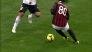 Ronaldinho prova ad impensierire il Palermo con doppio passo e cross