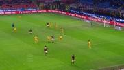 Robinho colpisce il palo da fuori area contro il Verona