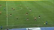 Toni in dribbling sfida la difesa della Roma