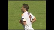Totti salta il portiere per il goal della Roma