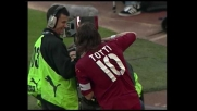 Totti sigla il pari su rigore contro la Lazio