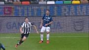 Un recupero difensivo del Papu Gomez al limite dell'area contro l'Udinese