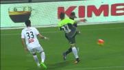 Uscita scomposta di Belec che tira un calcione a Mounier