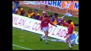 Van Basten finalizza l'assist di Massaro nel derby con un goal in scivolata