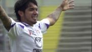 Vargas porta in vantaggio la Fiorentina con un goal da fuori area