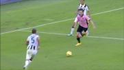 Vazquez con un tunnel si libera di Allan in Palermo-Udinese
