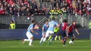Vecino riceve un calcio nell'area della Lazio e procura un rigore al Cagliari