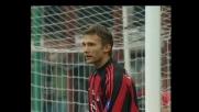 Schevchenko s'incarta in area e colpisce il palo