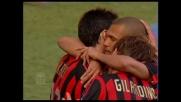 Amoroso dal dischetto: il suo goal vale il 2-1 del Milan sulla Roma