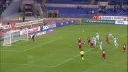 Klose spreca una bella occasione nel derby con un tiro che finisce alto