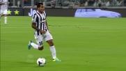 Tevez salta in velocità Cana e crossa al centro dell'area della Lazio