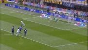Zarate supera Castellazzi dal dischetto: goal della Lazio a San Siro