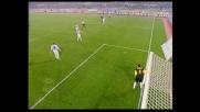 Zidane prova a sorprendere Marchegiani su punizione