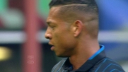 Chiusura di Guarin in tackle su Farnerud a San Siro