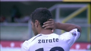 Clamoroso errore di Zarate davanti a Sorrentino: pallone in curva